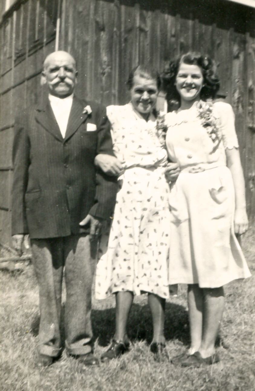 Agnes with her parents